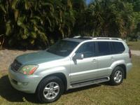 Exterior Color: silver, Body: SUV, Engine: 4.7L V8 32V