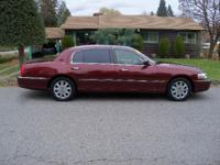 Options:  2003 Lincoln Town Car Cartier L|Maroon|167519
