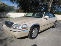 2003 LINCOLN TOWN CAR CARTIER.THIS CAR IS IN EXCELLENT