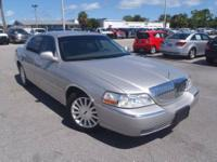 2003 Lincoln Town Car Sedan Executive Our Location is: