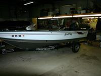 This is a very clean straight boat with 4 stroke 90hp