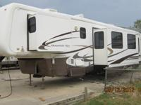 03 MOUNTAIN AIRE BY NEWMAR #39SDTS 3 SLIDE OUTS 40'