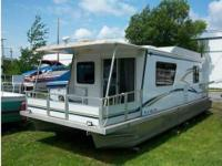2003 Tracker Myacht 3512, * 1 stateroom with gliding