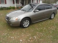 2003 Nissan Altima SL Loaded!! Very nice car inside and