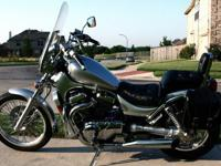 Very clean 2003 Suzuki Intruder VS 800 (silver and