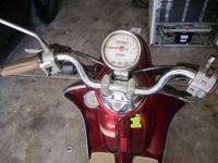2003 MARROON VINO YAMAHA SCOOTER WITH ONLY 1100 MILES
