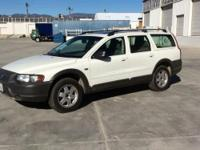** 2003 VOLVO XC70 WAGON, 2.5 L gas, automatic, air