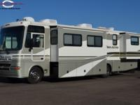 2003 Fleetwood Pace Arrow 3-Slide with low Miles THE