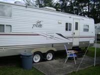 Buy--This 2004-- PALAMINO rv is in great shape