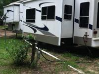 Beautiful 2004 5th wheel. Keystone by Challenger. 3
