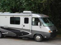 2004 Airstream Land Yacht 30SLD. 31 Feet Slide out