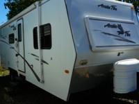 2005 Arctic Fox 25R W/ Slide-out 5720 dry weight Built