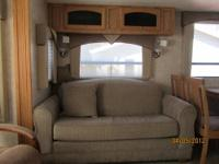 This 5th Wheel is like new! Immaculate condition.