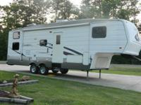 Excellent Condition, 2004 Cherokee 285B 5th Wheel fully