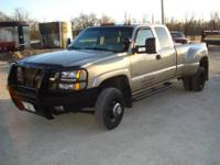 2004 Chevrolet 3500HD LTZ 4X4 Dually, gas egine,