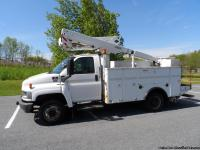 Super Nice clean bucket truck. Diesel, Versalift bucket