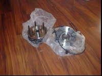 hi,i am selling a pair of front hub bearing for a