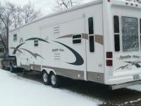 2004 CROSSROADS PARADISE POINT WITH 2003 DODGE RAM IN