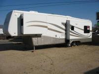 Beautiful Very High Quality 36 Foot 2004 Mobile Suites