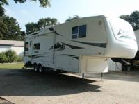 2004 EVEREST BY KEYSTONE, MODEL #  312M, WEIGHT 10,240