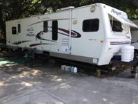 2004 Fleetwood Regal. 2004 Fleetwood Prowler Camper in