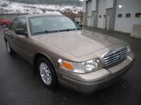 2004 FORD Crown Victoria 4 Doors, 4-wheel ABS brakes,
