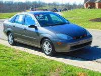 Two owner 2004 Ford Focus SE sedan in Gray with power