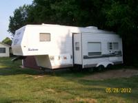 25 ft Salem LE 5th Wheel Trailer in Excellent Condition