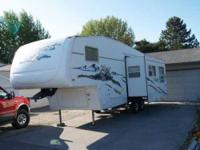 2004 Forrest River Wildcat 28BH 5th Wheel This lovely