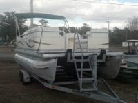 2004 Godfrey Pontoon Sweetwater 2268. 2004 Godfrey