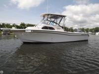 - Stock #076078 - This 2004 Grady White 270 Islander is