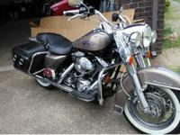 2004 Harley-Davidson FLHR Road King. Smokey Gold/Vivid