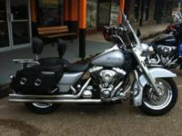 We are selling a 2004 Harley Davidson Roadking Custom.