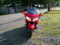 +++++++THIS IS A 2004 HONDA GOLDWING. THIS BIKE HERE IS