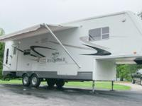 2004 Jayco Designer 31rls fifth wheel, 33 foot, (2)