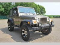 PERFECT JEEP FOR EVERY SEASON! TAKE THE TOP DOWN IN