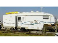 2004 Keystone Cougar M286EFS 5th Wheel. 32 Feet- White