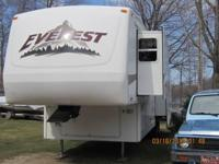 2004 Keystone Everest M-323K 5th Wheel. 34 foot-