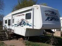 2004 Keystone Montana M3670RL 5th Wheel. Only about