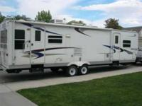2004 Keystone Sprinter Travel Trailer This amazing 32