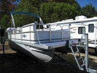 Great running 2004 Landau Scamp 20' pontoon boat,