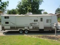 2004 LAYTON 30FT- Has 4 bunk beds, ac/heater, couch,