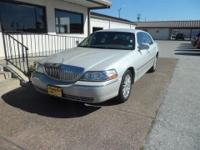 2004 LINCOLN TOWN CAR 4 DR SDN SIGN-GORGEOUS LIGHT