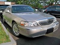 This 2004 LINCOLN Town Car 4dr Ultimate Sedan features