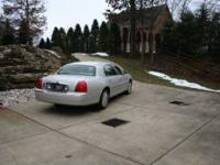 2004 Lincoln Town Car Ultimate Sedan This 2004 Lincoln