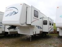 2004 Montana Mountaineer 297RKS with the very popular