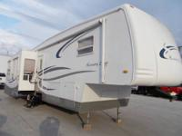 Beautiful and spacious 04 Newmar Kountry Star 5th-Wheel