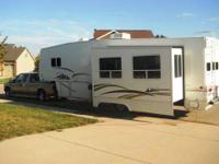 RV Type: Fifth Wheel Year: 2004 Make: Newmar Model: