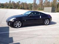 2004 Nissan 350z  Black  2 door coupe  Touring model