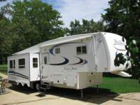 2004 Nu Wa Hitch Hiker 5th Wheel 31.5 ft HitchHiker 5th